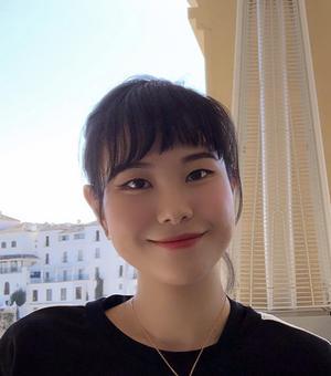 Portrait photo of Vicky Lee